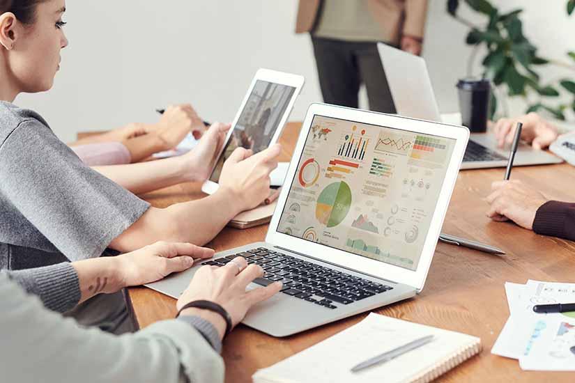 Contar con un software que monitorice el trabajo de tus empleados en tiempo de teletrabajo es fundamental.